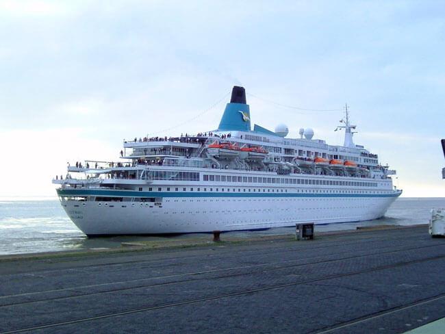 Cruise_ship_Albatros