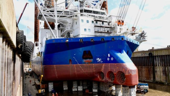 Wind_turbine_jack_up_Sea_Installer_in_drydock_DSDu