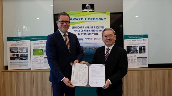 Sembcorp-Marine-President-CEO-Mr-Wong-Weng-Sun-right-receiving-the-certifications-from-Mr-Remi-Eriksen-Group-President-CEO-of-DNV-GL