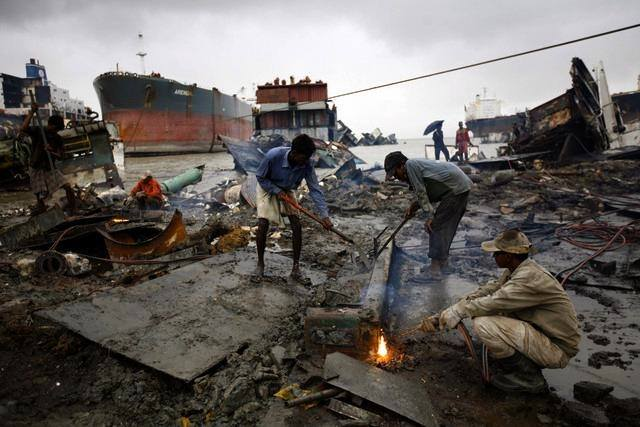 ship breaking hazards