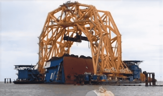 Massive Cranes For Salvage Of MV Golden Ray