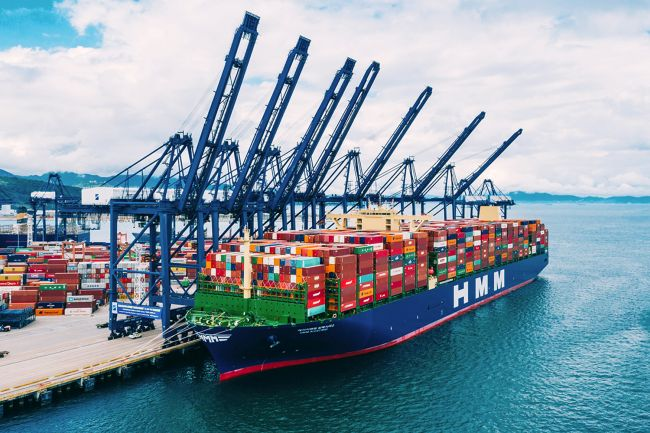 World's Largest Ship Departs On Maiden Voyage With Record_ 19,621 TEUs