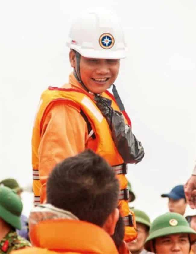 Mr. Tran Van Khoi, Search and Rescue Officer from Viet Nam, will receive the award for rescuing four survivors from a sunken vessel